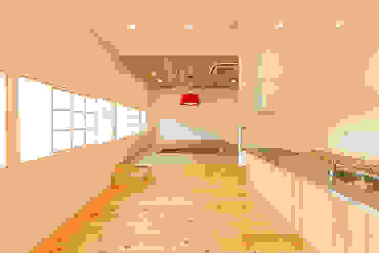 Salle à manger scandinave par 伊田直樹建築設計事務所 Scandinave