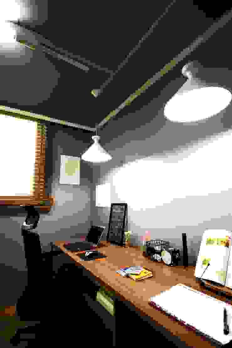 25평형 신혼집 홈 스타일링 스칸디나비아 서재 / 사무실 by homelatte 북유럽