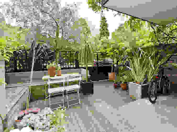 Forecourt garden furniture od homify Minimalistyczny Drewno O efekcie drewna