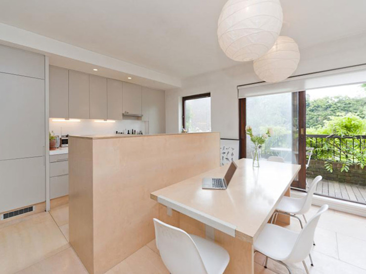 Kitchen and dining space Minimalist kitchen by homify Minimalist Wood Wood effect