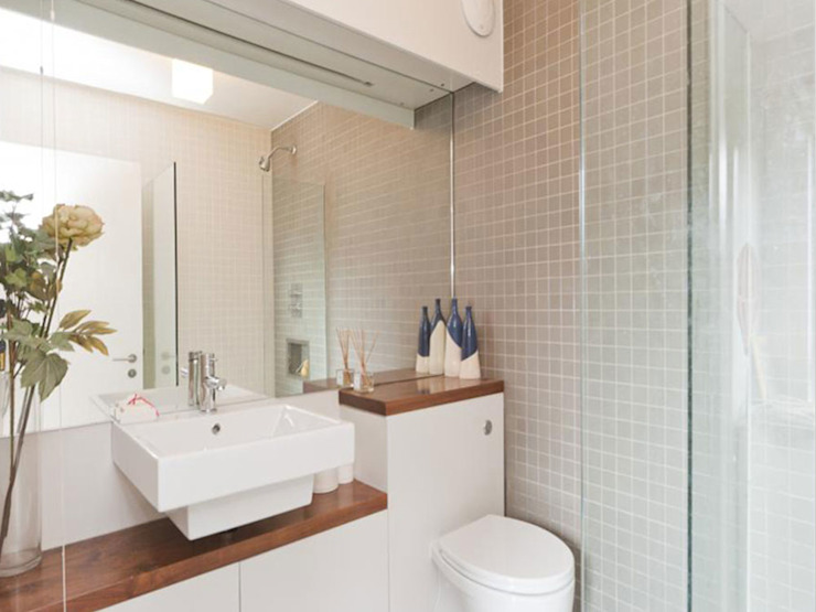 Bathroom Minimalist bathroom by homify Minimalist Tiles