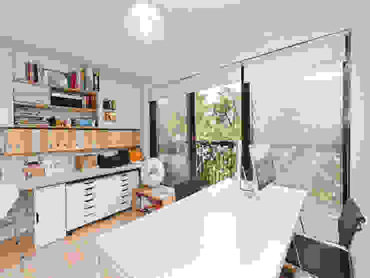 Study Minimalist study/office by homify Minimalist Wood Wood effect