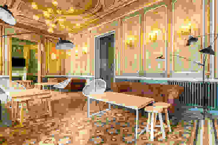 Madrid Casas (Madrid Homes) Alejandro León Photo Salones de estilo clásico