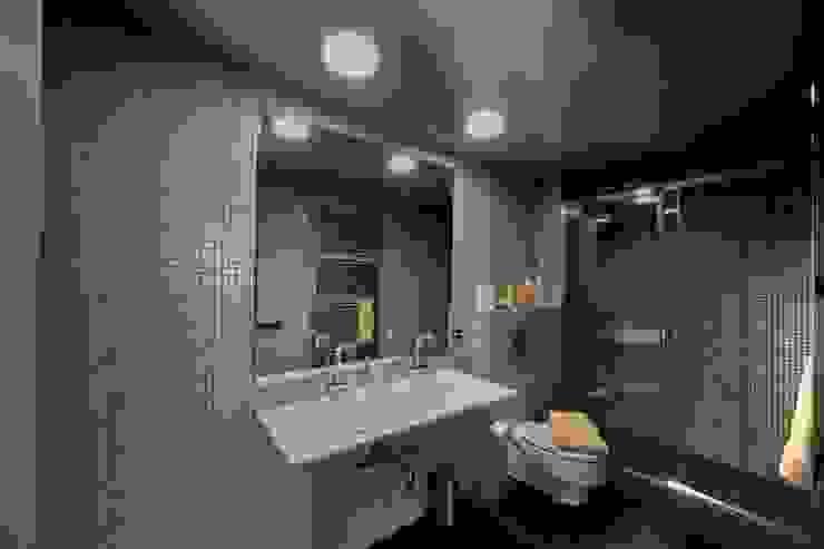 Restauración Loft Baños de estilo clásico de APRIS GESTIÓ TÈNICA DE SERVEIS, SL Clásico