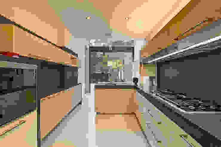 モダンな キッチン の Lopez Duplan Arquitectos モダン