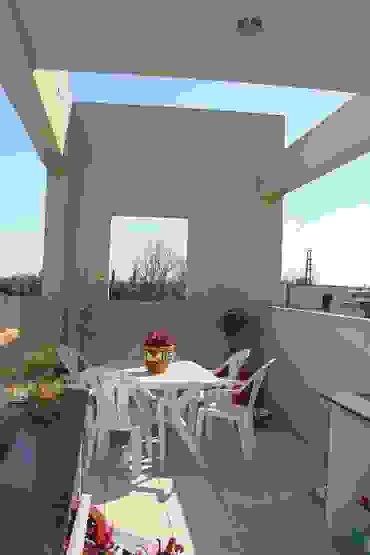 Casa A Balcones y terrazas modernos: Ideas, imágenes y decoración de Prece Arquitectura Moderno