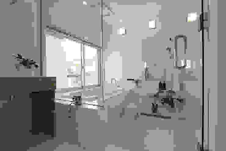 浴室 モダンスタイルの お風呂 の 環境建築計画 モダン タイル