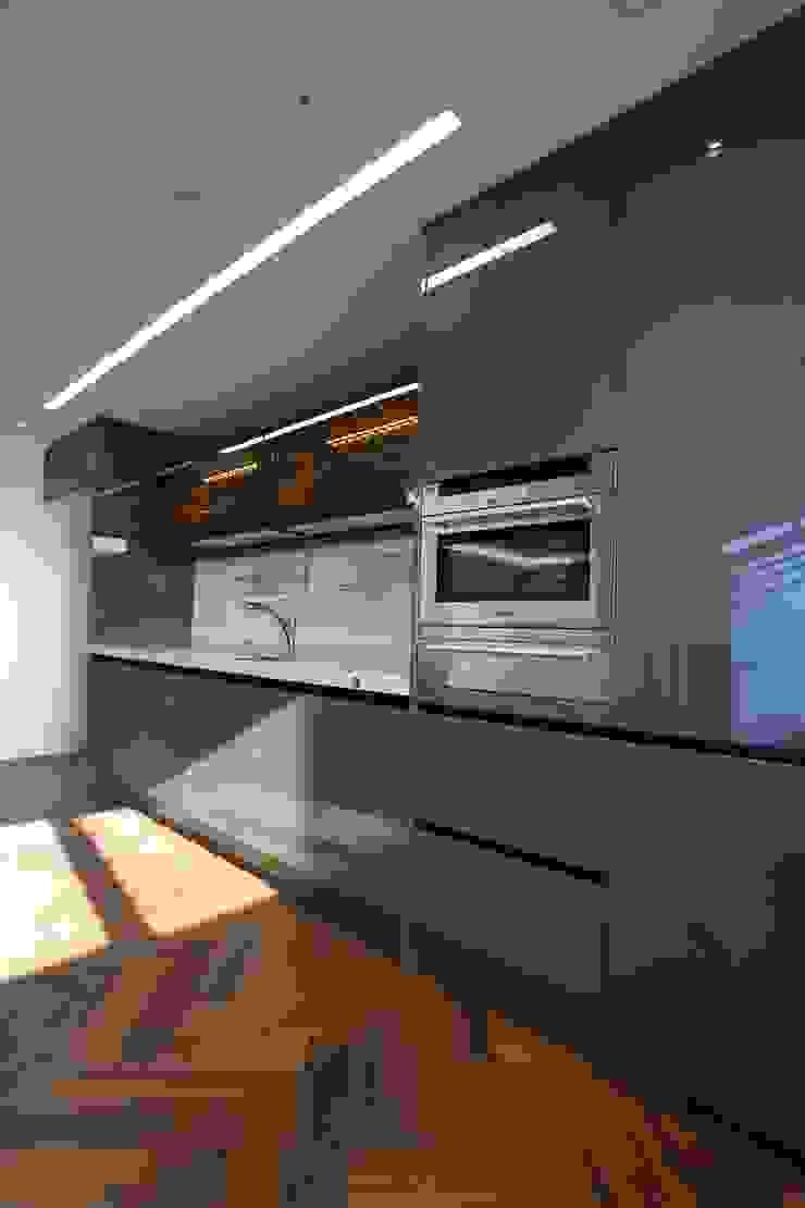 現代廚房設計點子、靈感&圖片 根據 디자인세븐 現代風