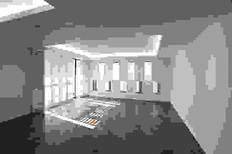 Moderne Wohnzimmer von 디자인세븐 Modern