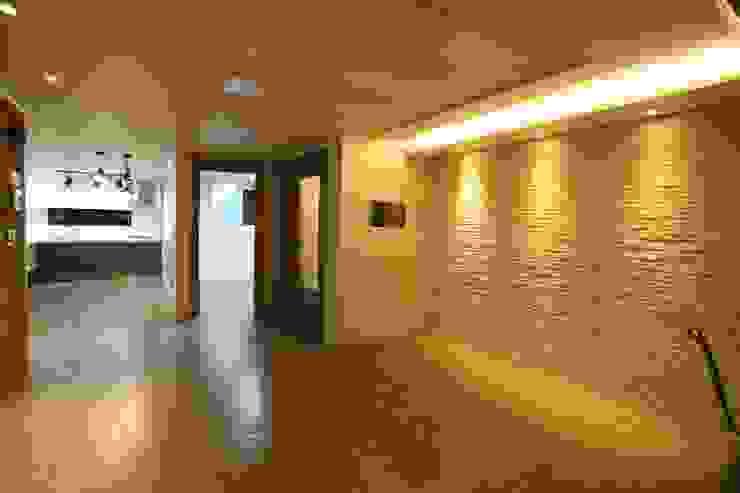 Phòng khách phong cách công nghiệp bởi 디자인세븐 Công nghiệp