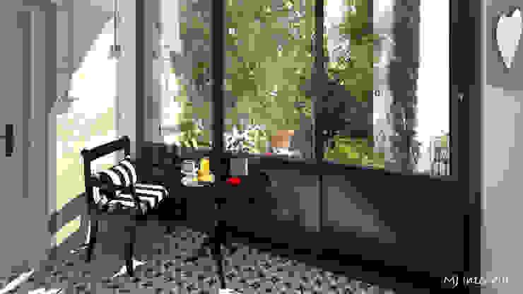 Балкон и терраса в классическом стиле от MJ Intérieurs Классический