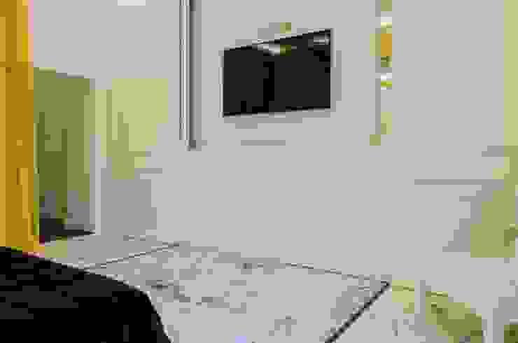 PCN LUXURY HOUSE Camera da letto in stile classico di FAUSTO DI ROCCO ARCHITETTO Classico Legno Effetto legno