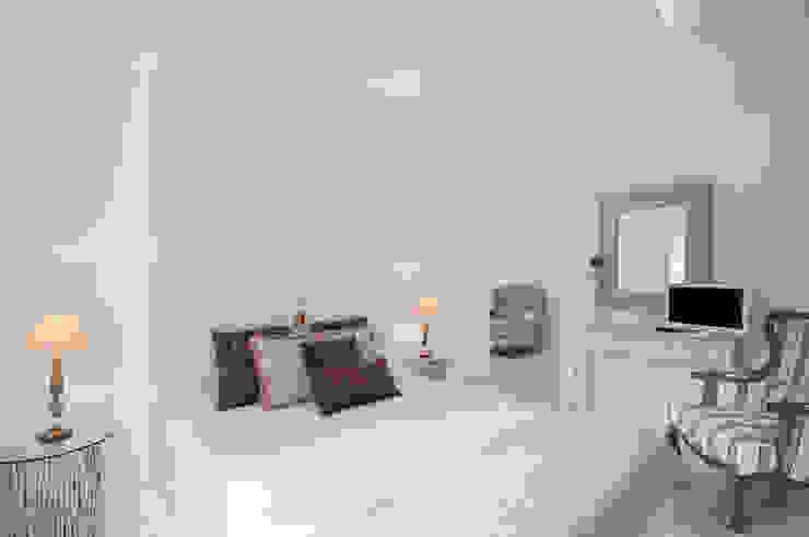 Suite Bedroom por Escolha Viva, Lda Moderno