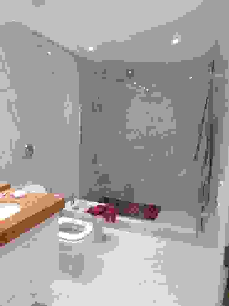 Baño en suite Ppal. Baños modernos de Estudio BASS Arquitectura Moderno