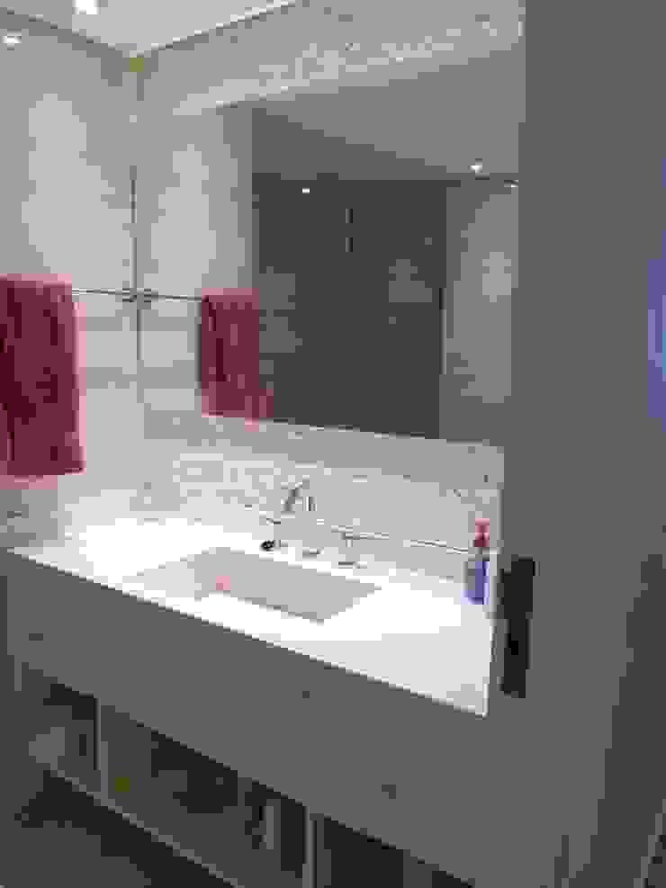 Baño en suite 2º Baños modernos de Estudio BASS Arquitectura Moderno