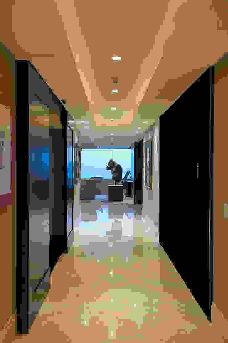 Departamento ASL Pasillos, vestíbulos y escaleras modernos de ARCO Arquitectura Contemporánea Moderno