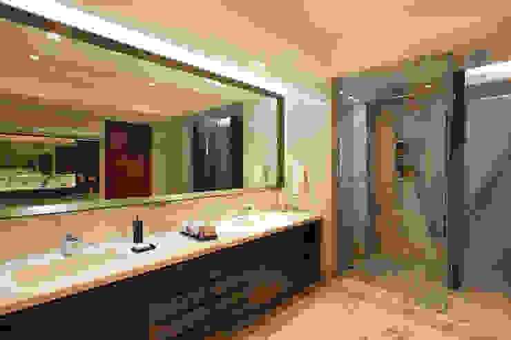 Baños de estilo  por ARCO Arquitectura Contemporánea