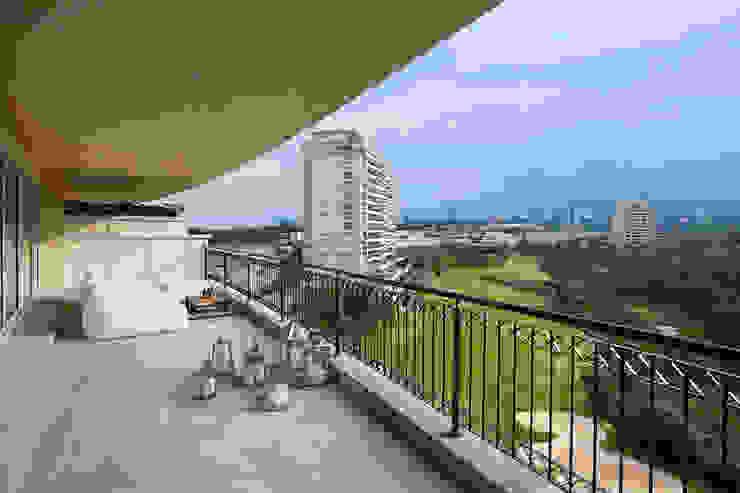 Balkon, Beranda & Teras Modern Oleh ARCO Arquitectura Contemporánea Modern