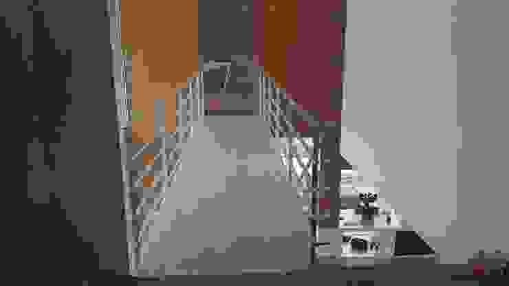 Casa de Agilde Corredores, halls e escadas minimalistas por Hugo Pereira Arquitetos Minimalista
