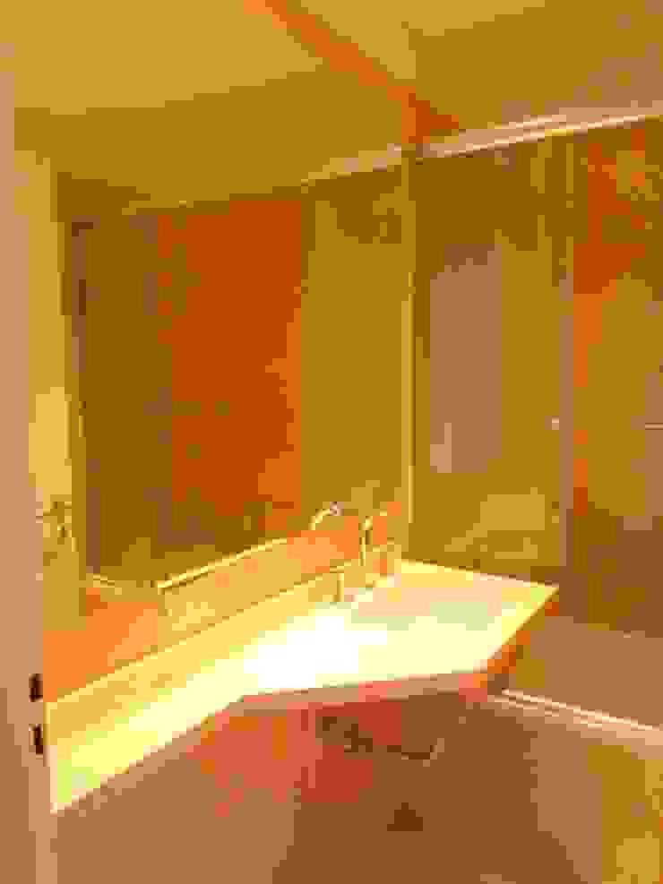 Baño pasillo Baños modernos de Estudio BASS Arquitectura Moderno