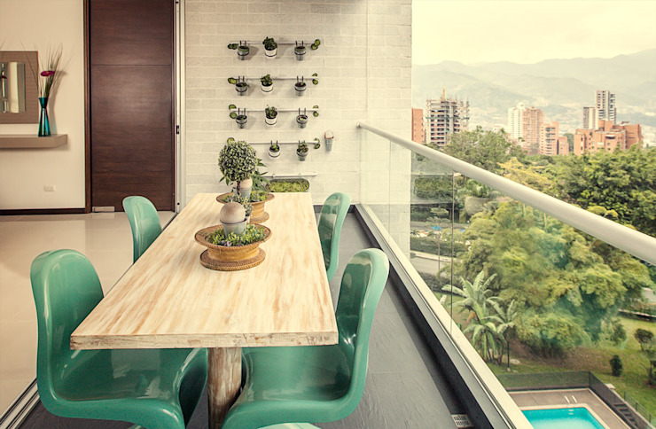 Balcones, porches y terrazas de estilo  por Cristina Cortés Diseño y Decoración ,
