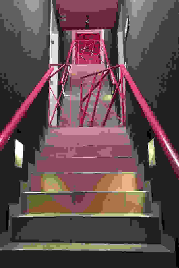 ห้องโถงทางเดินและบันไดสมัยใหม่ โดย ARCO Arquitectura Contemporánea โมเดิร์น