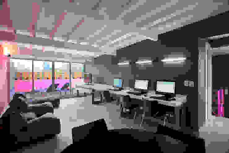 Hostal la Buena Vida Estudios y despachos modernos de ARCO Arquitectura Contemporánea Moderno