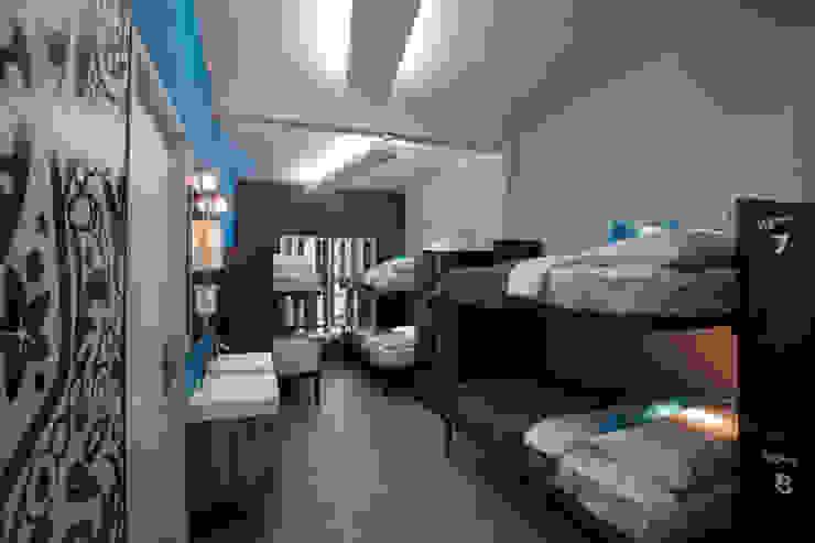 Hostal la Buena Vida Dormitorios modernos de ARCO Arquitectura Contemporánea Moderno
