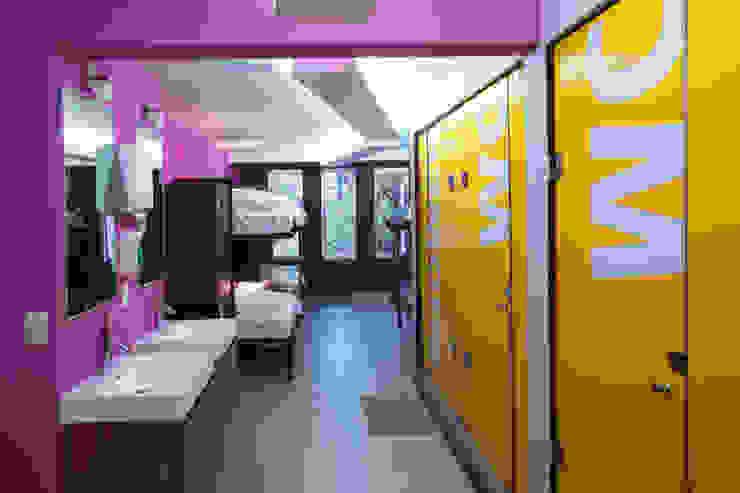 Hostal la Buena Vida Baños modernos de ARCO Arquitectura Contemporánea Moderno