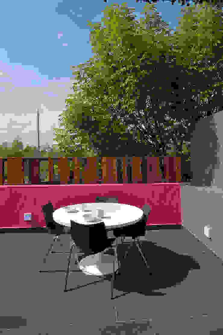 Hostal la Buena Vida Balcones y terrazas modernos de ARCO Arquitectura Contemporánea Moderno