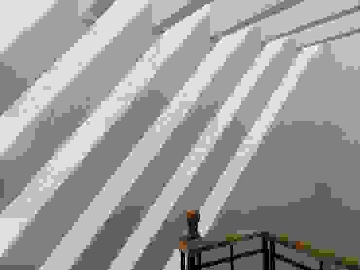 Vivienda La Presa Pasillos, vestíbulos y escaleras modernos de Taller Esencia Moderno