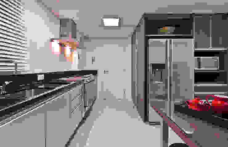 APARTAMENTO RLO Cozinhas clássicas por Isadora Brzezinski Arquitetura Clássico