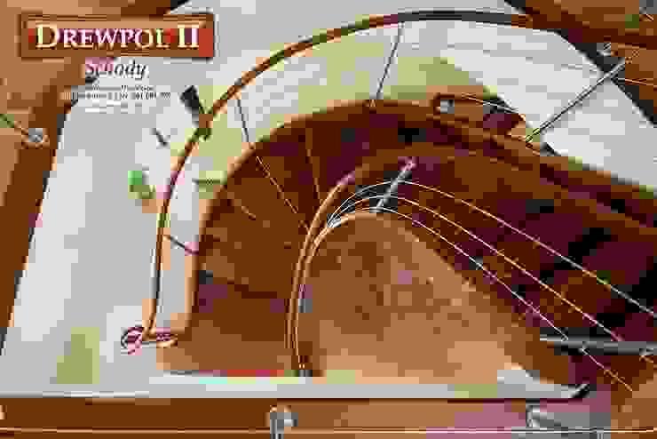 Schody Drewpol II Nowoczesny korytarz, przedpokój i schody od Drewpol II Nowoczesny Drewno O efekcie drewna