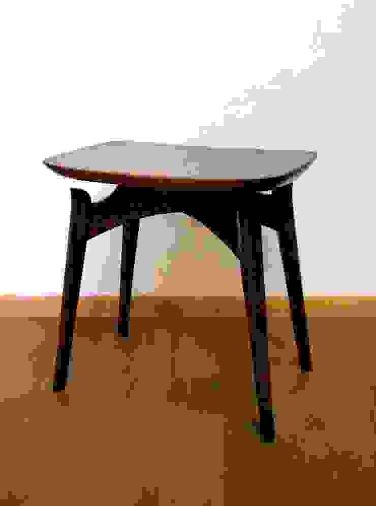 Urushi Stool: Masahiro Goto Furnitureが手掛けた折衷的なです。,オリジナル 木 木目調