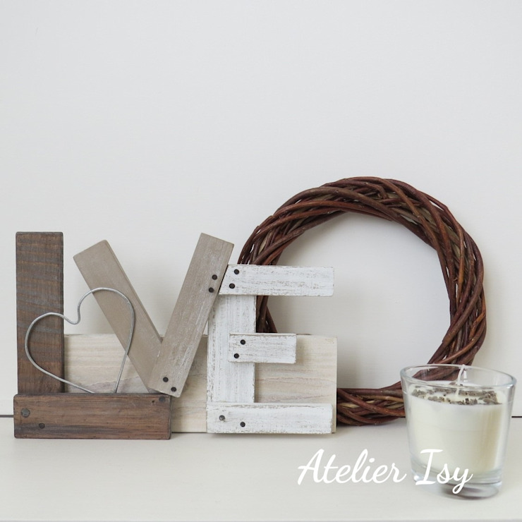 Scritta Love in legno:  in stile industriale di Atelier Isy, Industrial Legno Effetto legno