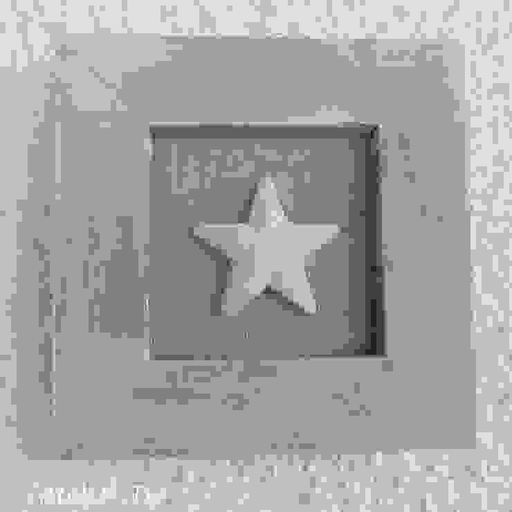 Quadro natural shabby con stella in gesso di Atelier Isy Rurale Legno Effetto legno