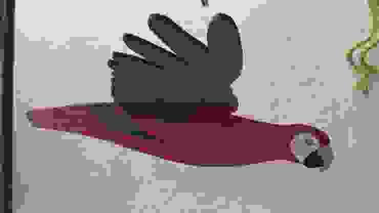 Guacamaya roja, azul y verde:  de estilo tropical por Artesania Ikare, Tropical Tablero DM