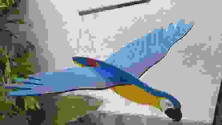 Guacamaya azul, amarillo y rojo:  de estilo tropical por Artesania Ikare, Tropical Tablero DM