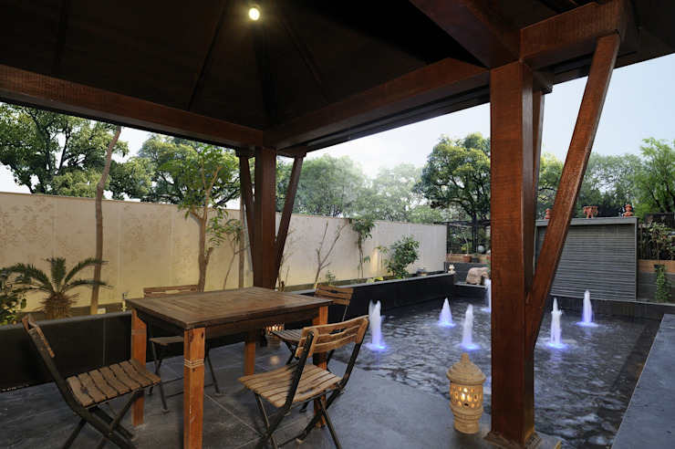 Private Residence at Mumbai ARK Reza Kabul Architects Pvt. Ltd. Rustic style balcony, veranda & terrace
