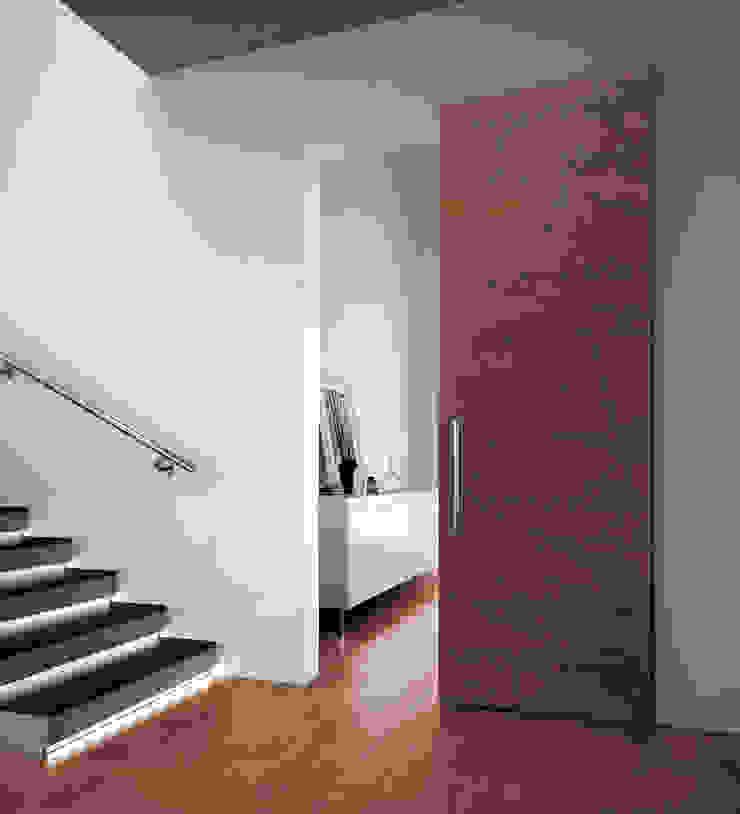 Realizzazioni Romagnoli Porte Modern corridor, hallway & stairs