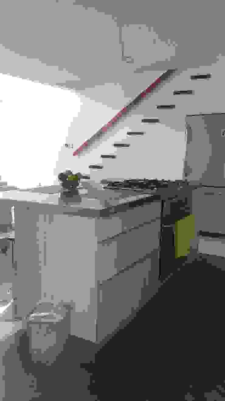 Spacio M+M Cocinas de estilo moderno