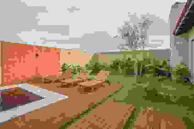 Piscinas de estilo  por Biloba Arquitetura e Paisagismo