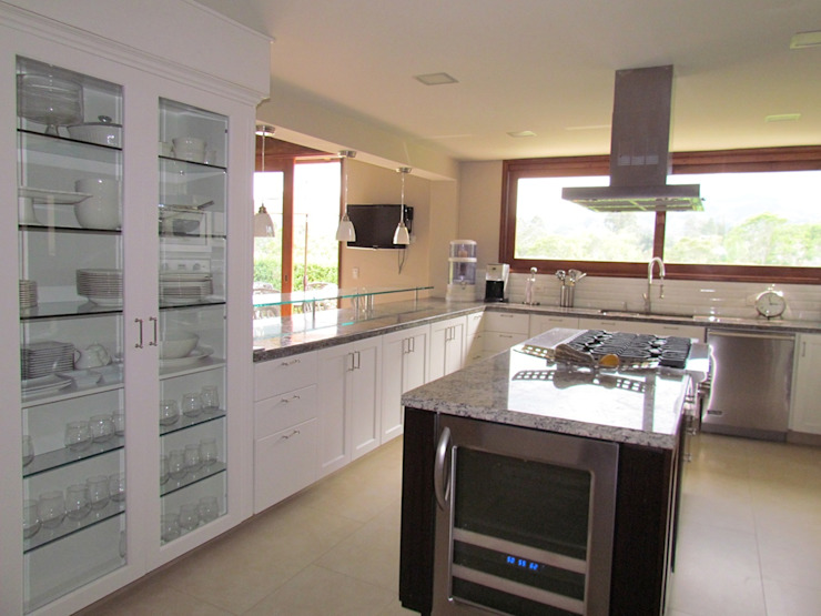 Arquitectura Madrigal Modern Kitchen