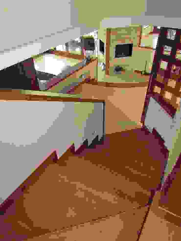 Escaleras Pasillos, vestíbulos y escaleras de estilo moderno de Arquitectura Madrigal Moderno