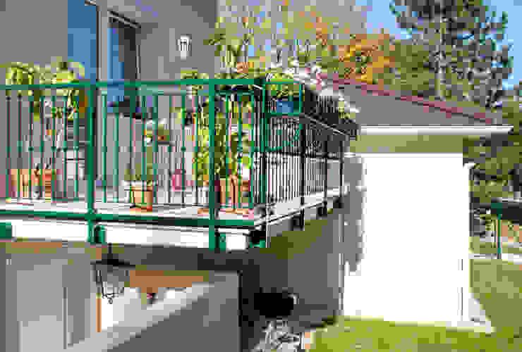 Балкон и терраса в классическом стиле от WUNSCHHAUS Классический