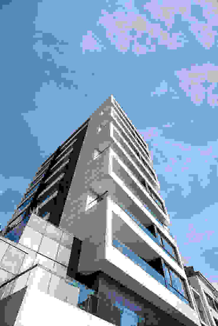 80/10 Urban Living Casas modernas de SAU Arquitectos Moderno