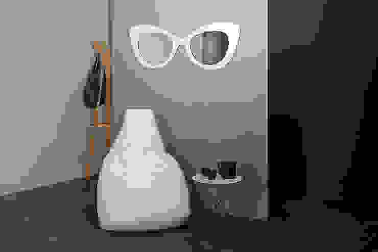Specchio Pretty Woman, bianco di Creativando Srl - vendita on line oggetti design e complementi d'arredo Moderno MDF