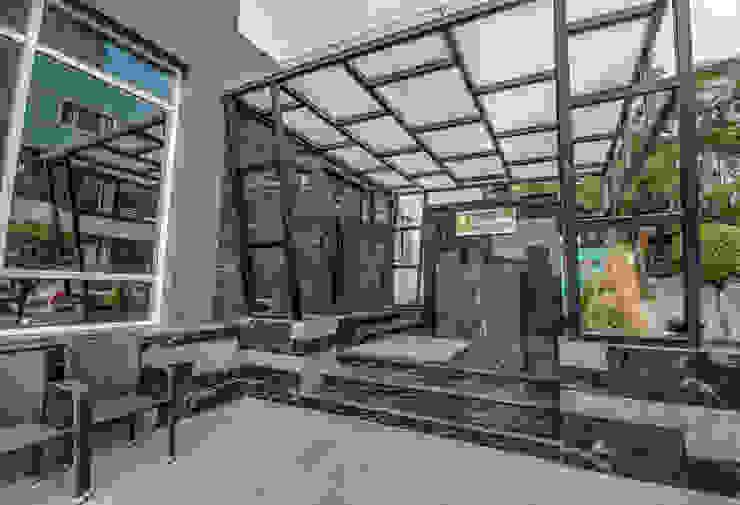 Modern terrace by Aijaz Hakim Architect [AHA] Modern