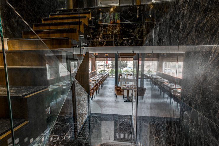 Minimalist corridor, hallway & stairs by Aijaz Hakim Architect [AHA] Minimalist
