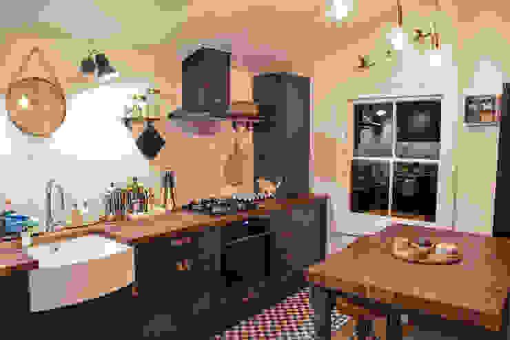 The Brixton Kitchen Modern kitchen by NAKED Kitchens Modern
